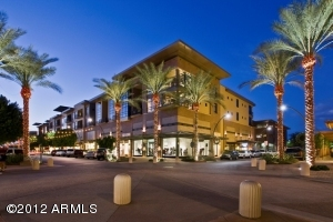 Situated on the best corner in Kierland Commons!