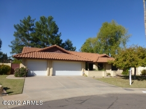 Great Curb Appeal on private cul de sac lot