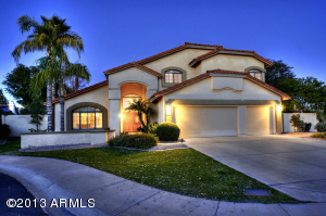 Beautiful curb appeal - cul-de-sac lot within Villas at Scottsdale Ranch