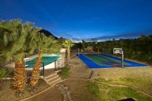 5719 N INVERGORDON Road, Paradise Valley, AZ 85253