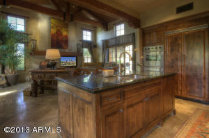 Gourmet Kitchen open for great entertaining with family or guest.