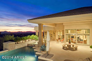 FAMILY ROOM OPENS TO OUTDOOR LIVING