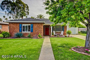Charming brick home just minutes from Encanto Park, dining & shopping areas, Downtown, light rail and I-10.