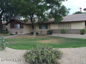 This Beautiful home is move in ready! Easy care mature landscaping that creates great curb appeal. Located close to Hohokam Stadium, Loop 202 and Highway 87 and Mesa Public Schools Kino Junior High.