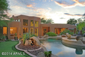 ULTIMATE PRIVACY, SPARKLING HEATED POOL & SPA, PUTTING GREEN