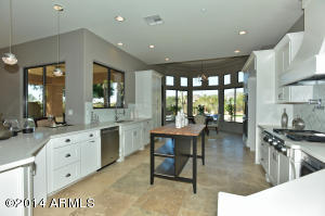 Brand new kitchen with soft close cabinets!