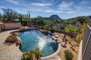 Beautiful HEATED pebble-tec pool with unbelievable mountain views!