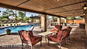 Huge covered patio w/pavers