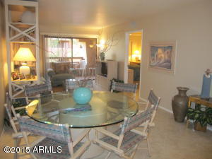 Spacious Great Room w/huge dining table for eight!