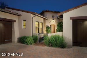 Desirable end unit townhouse built by Camelot Homes in gated DC Ranch community.