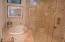 GUEST MASTER SOAKING TUB & SHOWER