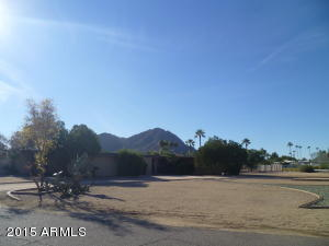 Full profile Camelback Mtn. views from this flat lot!