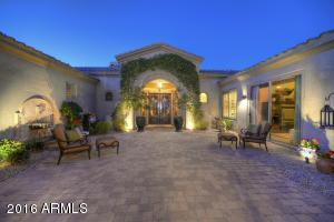 Wonderful courtyard area for entertaining or relaxing.