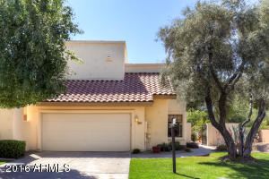 Wonderful Quiet Lush Scottsdale neighborhood. The HOS maintains your front grass!