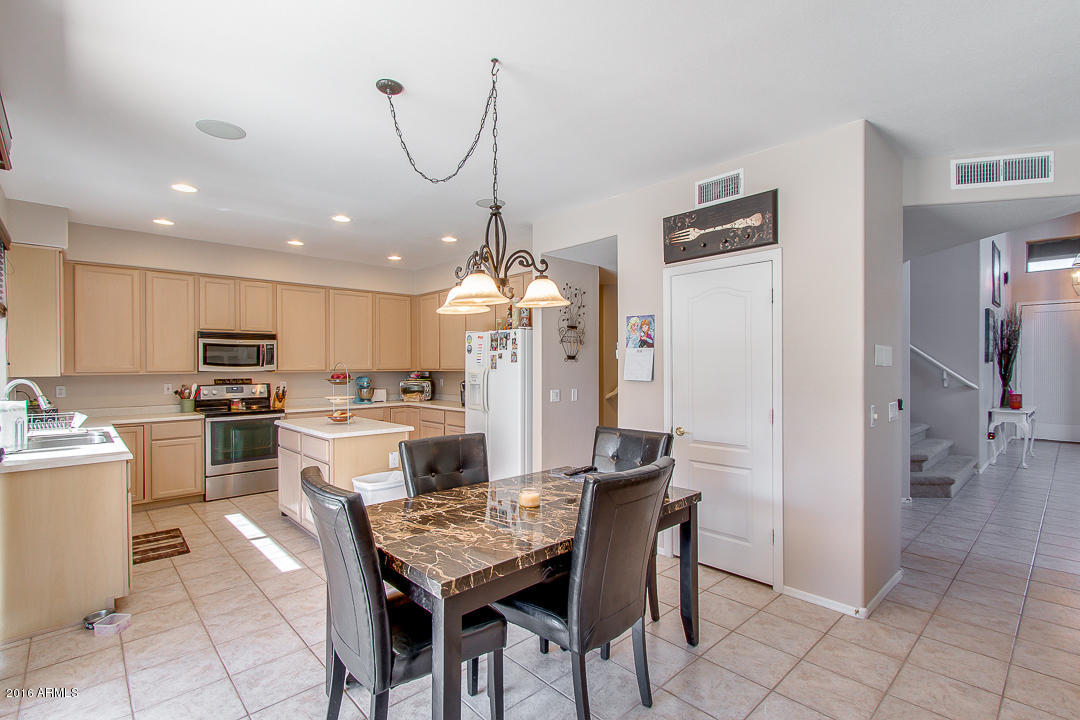 This Wonderful 4 Bedroom, 3 Bath Settleru0027s Meadow Home Offers Soaring  Vaulted Ceilings, Dual Entry Stairs, Gas Fireplace U0026 Built In Entertainment  Center In ...