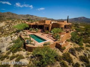 With plenty of space to give you breathing room, this hacienda house is the closest to Bartlett Lake and the recreation of Tonto National Forest.