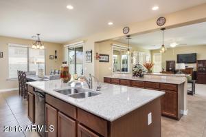 598 W YELLOW WOOD Avenue, San Tan Valley, AZ 85140