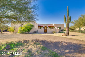 Classic territorial with enclosed courtyard - AZ finest!