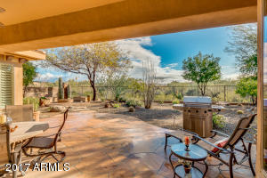 Large Lot and Large patio with a view of the Natural Desert Wash
