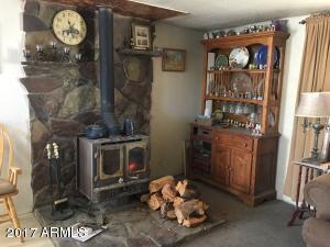 636 Lucky Dog Ranch, Seligman, AZ 86337