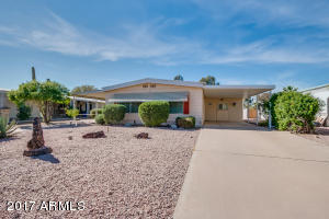 Welcome Home! 2 Bed + 2 Bath 1,056 SF Doublewide in Sun Lakes One.