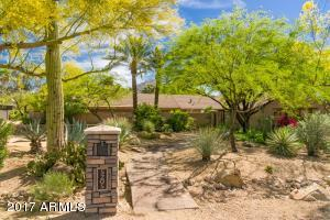 Beautiful Front with Camelback Mountains views from back of home