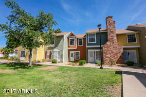 Super Bright & Colorful Row Housing in the updated & highly maintained community of Sunstone Inc.