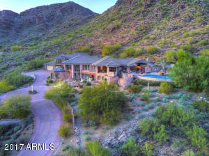 -This Estate celebrates 5 Acres of natural landscaped open space, including courtyards, sculpture gardens and outdoor resort amenities.