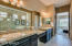 Pristine master en suite with same beautiful granite from kitchen.