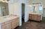 Dual sink Master en suite