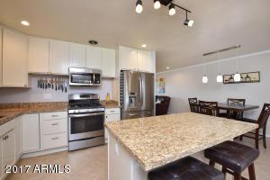 8028 E WHITTON Avenue, Scottsdale, AZ 85251