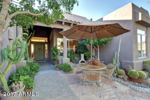 Inviting entry w/flagstone patio