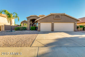 Gorgeous single level Sierra Tempe home with pool.