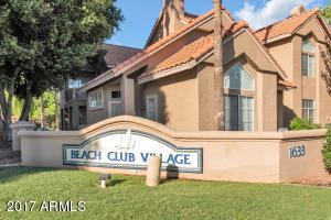 This is a wonderul condo complex located in Val Vista Lakes, just across from the main clubhouse. Great floorplan with master downstairs and another bedroom, bathroom and loft upstairs.
