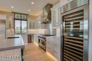 Property for sale at 2 Biltmore Estate Unit: 209, Phoenix,  Arizona 85016