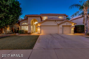 Move-in ready home in the popular Ocotillo Sandpiper Shores