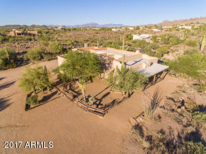 2.5 acres of land!!