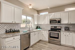 22204 N LAS BRIZAS Lane, Sun City West, AZ 85375