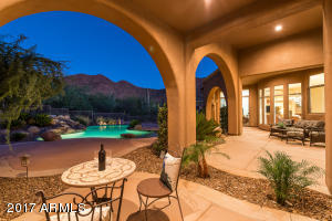 Plenty of room for entertaining in this beautiful patio