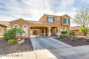 Beautiful Curb Appeal with Motor Court Entry