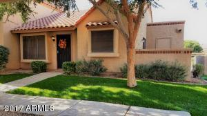 Great end-unit with tons of curb appeal