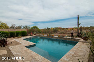 VERY PRIVATE CONTEMPORARY POOL W/ WATER FEATURES!