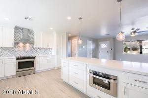5541 E CHEERY LYNN Road, Phoenix, AZ 85018