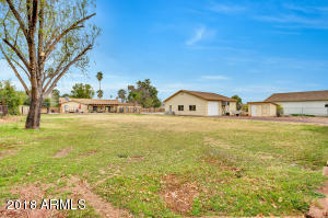2124 W SHAWNEE Drive, Chandler, AZ 85224