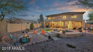 Backyard Oasis, Outdoor Kitchen, Pool, Spa, Cozy Firepit, Made for Fun and Relaxation!