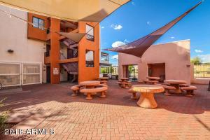 Close proximity to shops, dining, light rail and ASU!