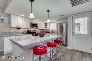 Sparkling, remodeled kitchen!