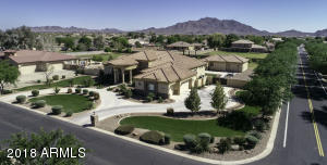 Own a piece of paradise! And check out those views of the San Tan Mountains...pretty cool, eh?
