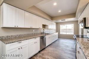 9525 W OAKSTONE Drive, Sun City, AZ 85351