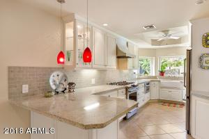 818 W ORANGEWOOD Avenue W, Phoenix, AZ 85021